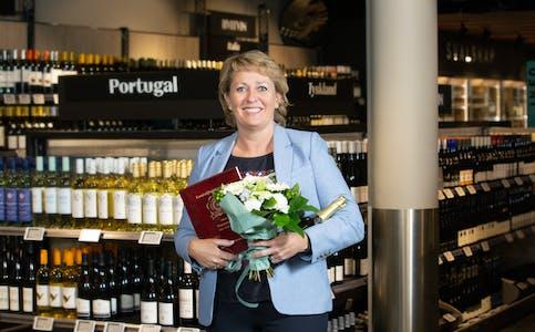 Adm.direktør Elisabeth Hunter i Vinmonopolet da hun tok imot prisen som vinner av Norsk Kundebarometer i 2020. |