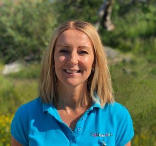 Anniken Bjørnstad Schjøtt er markeds- og kommunikasjonsdirektør i Destinasjon Dyreparken.