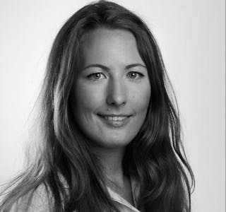 ENDRING I BANK OG FORSIKRING: Markedsanalytiker Therese Wærholm hos Amedia registrerer at mange vil gjøre endringer i forhold til både bank og forsikring. Foto: Therese Wærholm