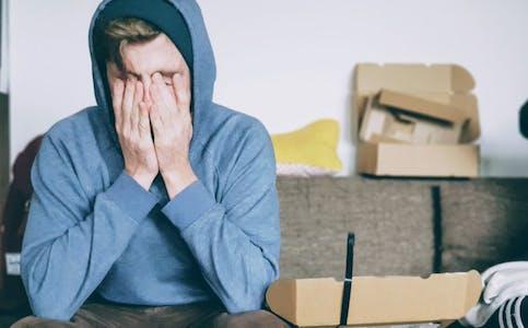 En ny undersøkelse viser at de mellom 18 og 29 år har blitt mer bekymret og stresset enn resten av landet under pandemien. Foto: Unsplash.