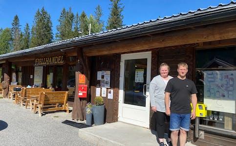 Anette Rognsjord Lien og Kenneth Karlsen åpner i dag sin ubemannede butikk og utvider åpningstidene.